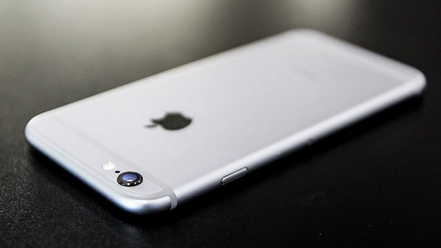 Apple, per decimo anniversario iPhone 8 in vetro e acciaio